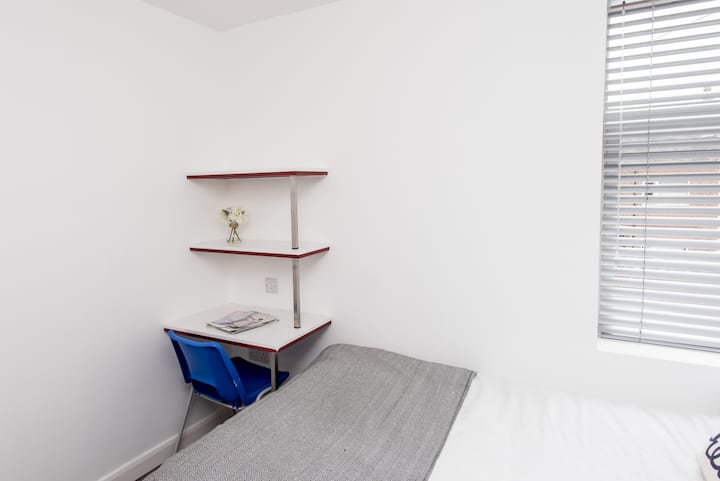 Modern Double Room Bills INCLUDED