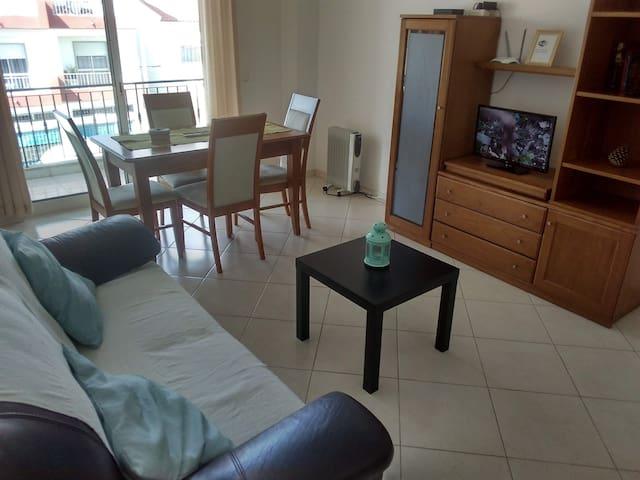 Sala de estar com zona de refeições ! livin room with table for your meals