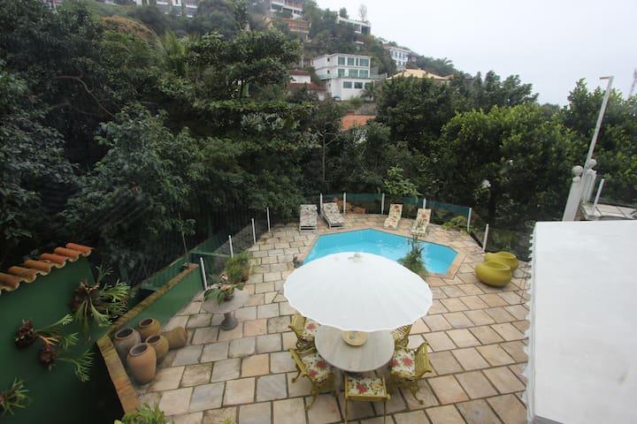 ALUGA-SE TEMPORADA NA ESTRADA DO JOA - Rio de Janeiro - Huis