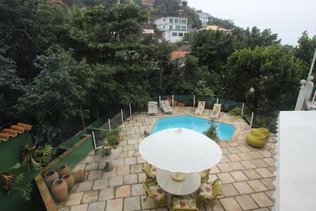 ALUGA-SE TEMPORADA NA ESTRADA DO JOA - Rio de Janeiro - Casa