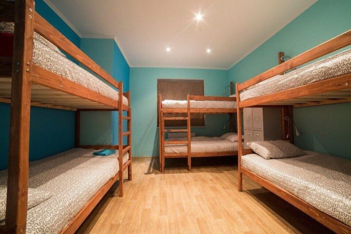 Кровать в мужском 8-ми местном номере