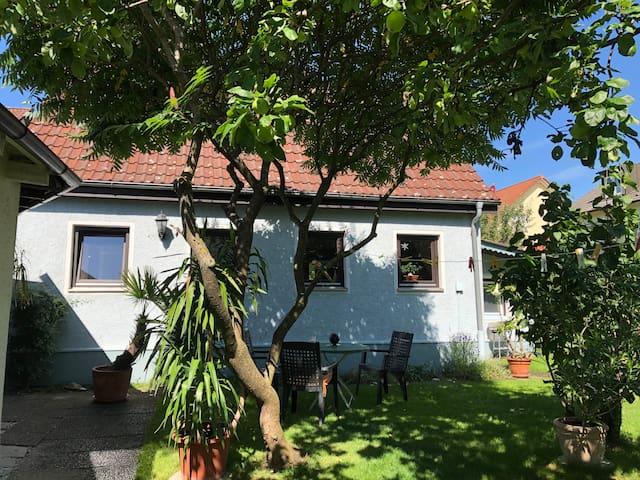 Charmantes und ruhiges Einfamilienhaus mit Garten.