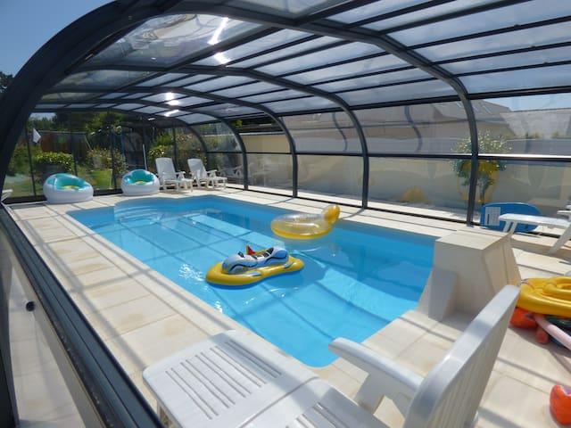 Maison familiale avec piscine chauffée et couverte - Pont-Croix - Casa
