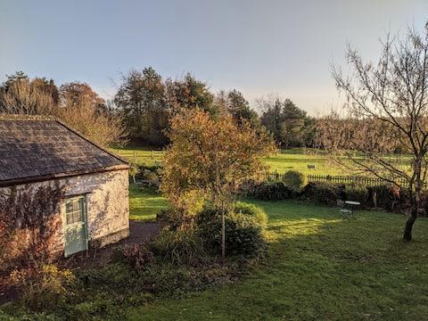 Coaxdon Farm, family garden rooms, Apple Store