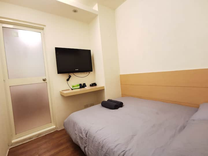 Backpacker |Room 303|Ximen MRT 3 min |month 30%off