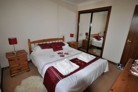 Double room B&B in cul-de-sac in village by AYR