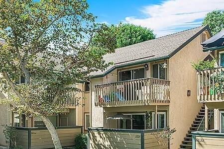 Clean and quiet bedroom w/ access to entire home! - Lake Forest - Flat