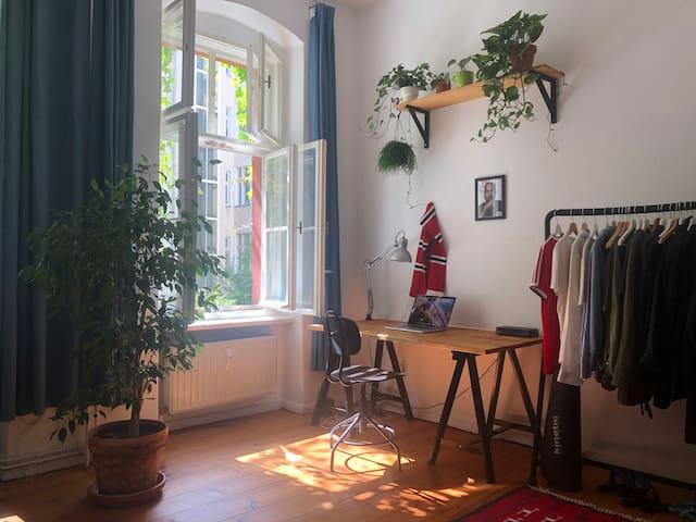 Quiet studio apartment in the center of Schöneberg