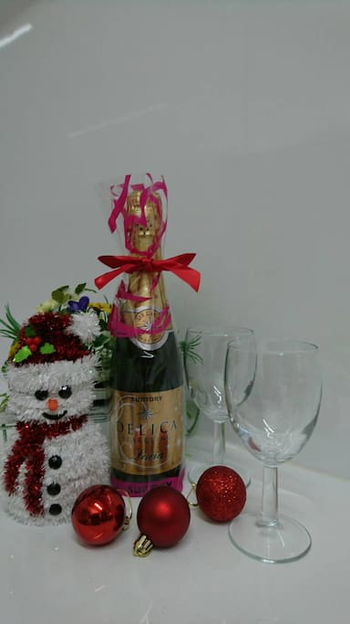 Champagne as a special gift prepared is for the guests who stay from December to 10th of January.我们将赠送一瓶香槟給12月~1月10日期間入住的客人。 12월~1월10일까지 숙박하시는 게스트분께는 샴페인(1병)을 무료로 제공해 드립니다.