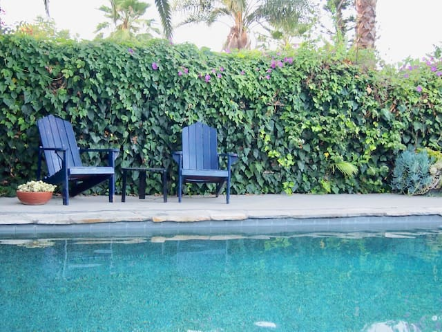 Gorgeous Encino Guest Suite with Shared Pool