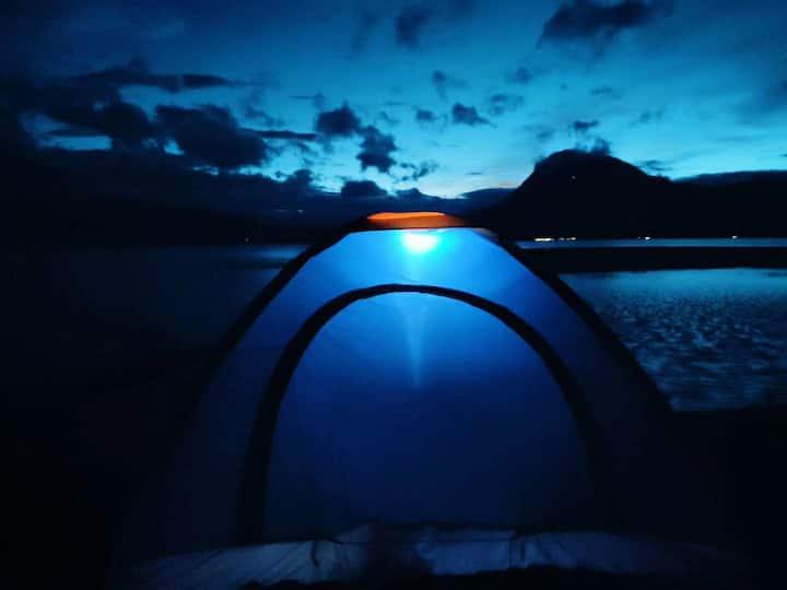 #免费篝火晚会# 泸沽湖哈哈民宿 带院子和客厅&特色房源民宿双人床 湖边7分钟,女神湾10分钟。