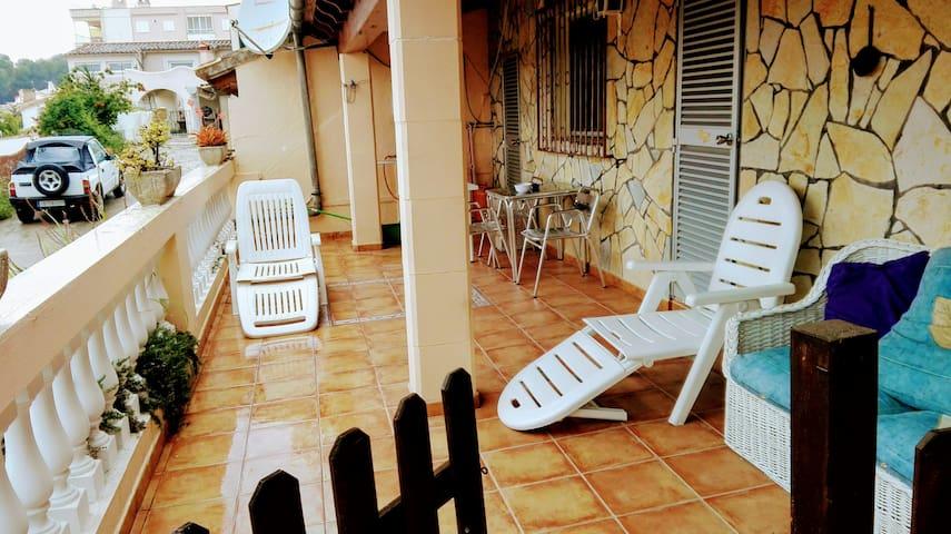 Apartamento con terraza a 5 minutos de la playa - Peguera - Huoneisto