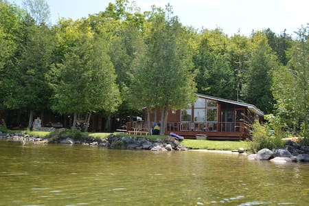 3 Bedroom Cedar Cottage on Beautiful Farren Lake