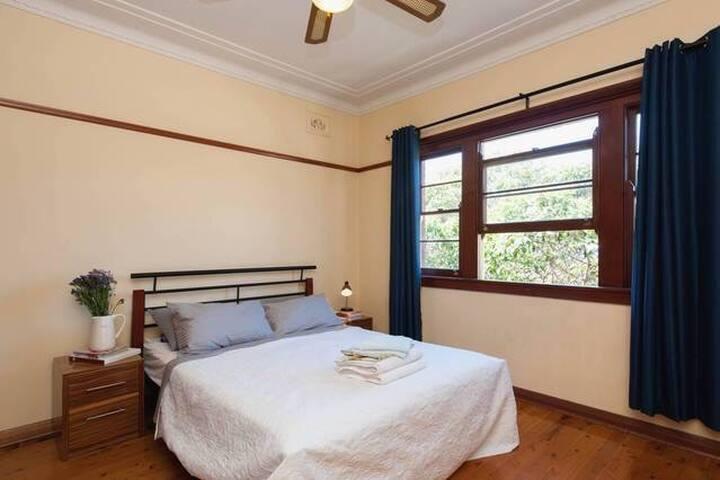 BRIGHT SPACIOUS MASTER ROOM!! - Bondi Beach - Apartament