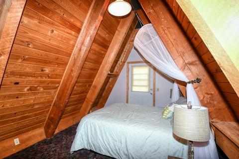Little Queen Room @Rustic Self-catering Cabin