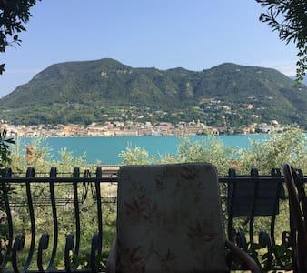 Casa vista lago con spiaggia privata