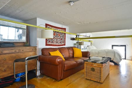 Spacious Loft Room in Artist Studio - Brooklyn