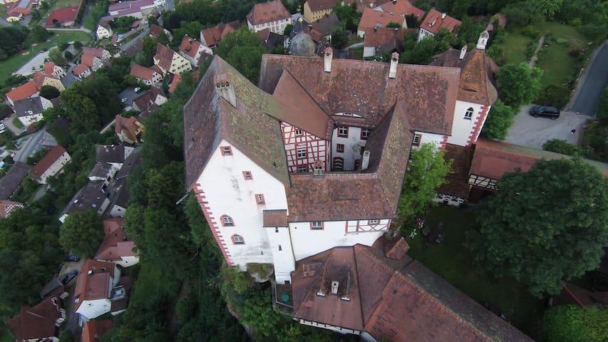 Burg Egloffstein - Felsenwohnung