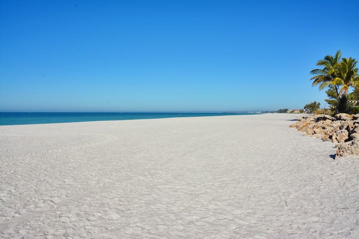 The beach really is this beautiful!