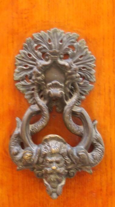 Llama a las puertas de la Historia en nuestra Venecia. Te abriremos las puertas de un palazzo del Cincueccento...