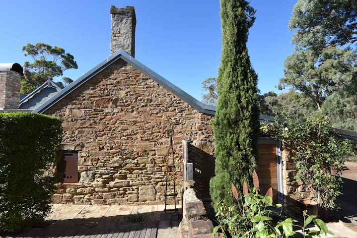 STONE EDGE - South Cottage