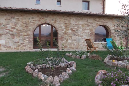 Rooms with private bath immersed in the Clay Hills - Bed & Breakfast