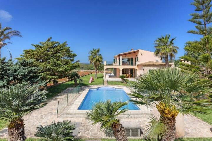 Villa Deu Quarterades en zona rural de Cala Sa Nau