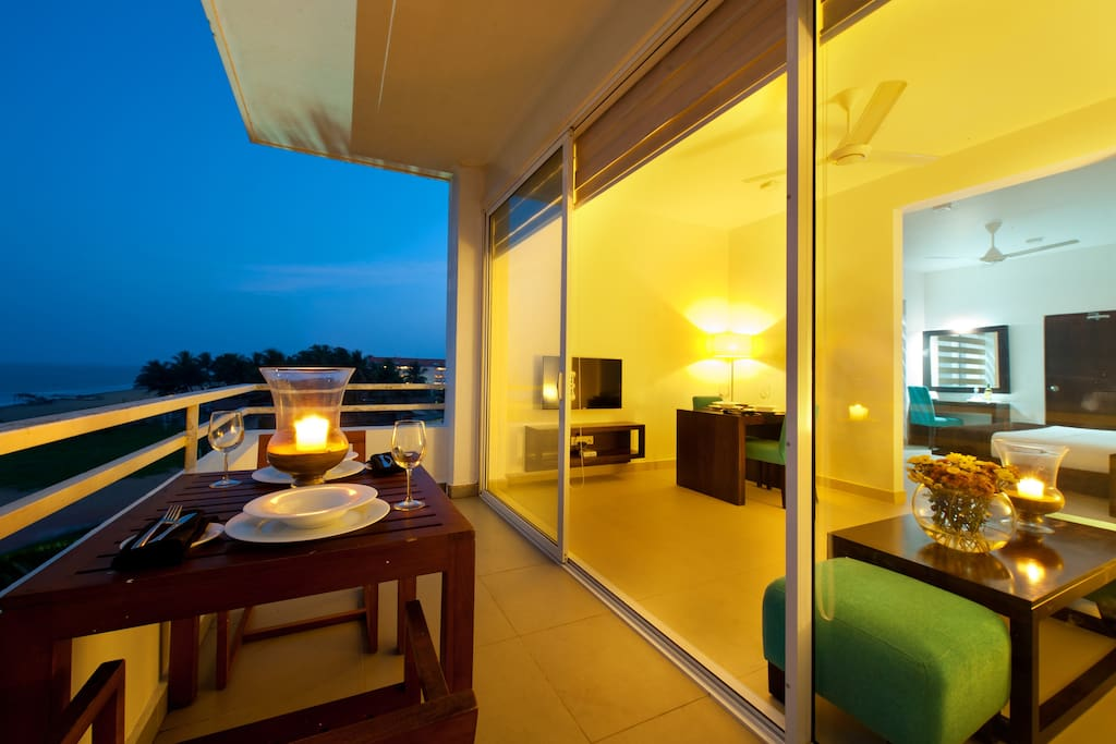Suites with balcony overlooking the sea