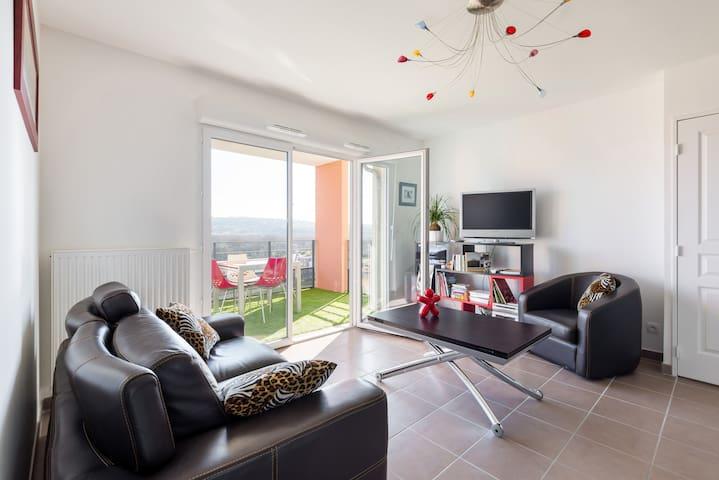 appartement lumineux avec belle vue - L'Isle-d'Abeau - อพาร์ทเมนท์