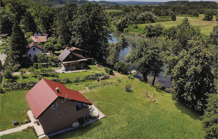 Holiday cottage with 2 bedrooms on 105m² in Pokupska Slatina
