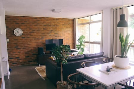 Lovely Inner City Room - Norman Park - Daire