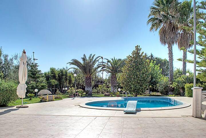 Villa avec piscine, à 6km de la mer