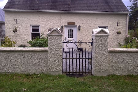 Cosy 100 year old  Two Bed Cottage - Patrickswell - Дом