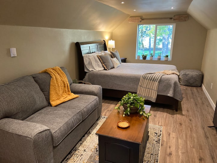 Wild River Retreat studio suite on Umpqua River