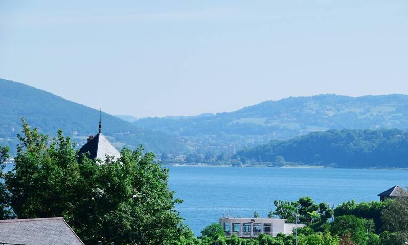 Studio 45 m2  avec vue à 2 pas du Lac