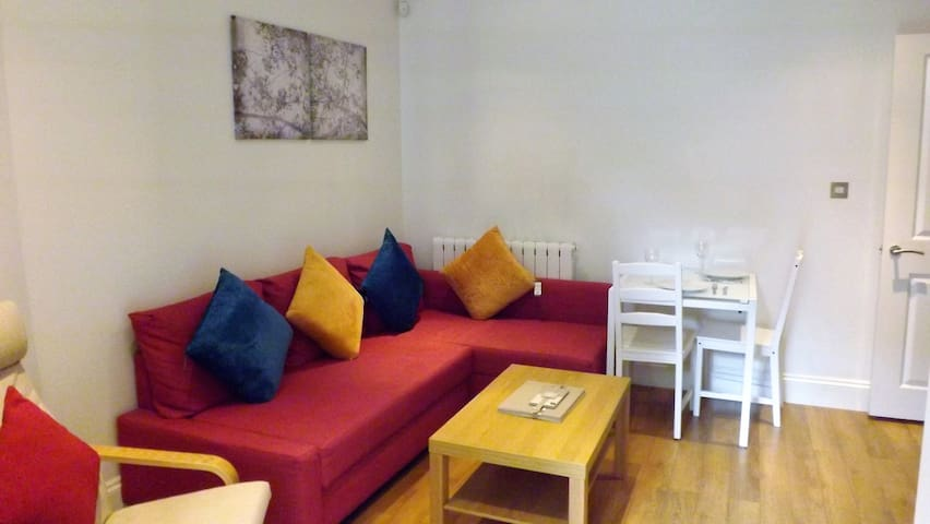 Luxurious New 2 Bedroom Apartment- Superb Location