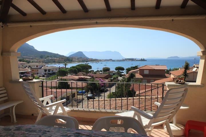 Wonderful ...breathtaking apartment - Golfo Aranci - Hus