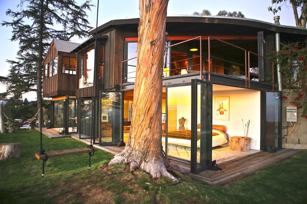 Tree house with 360 views of l a houses for rent in los for Homes to rent in los angeles