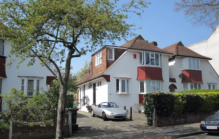 Knights Hill Oasis in West Norwood - London - House
