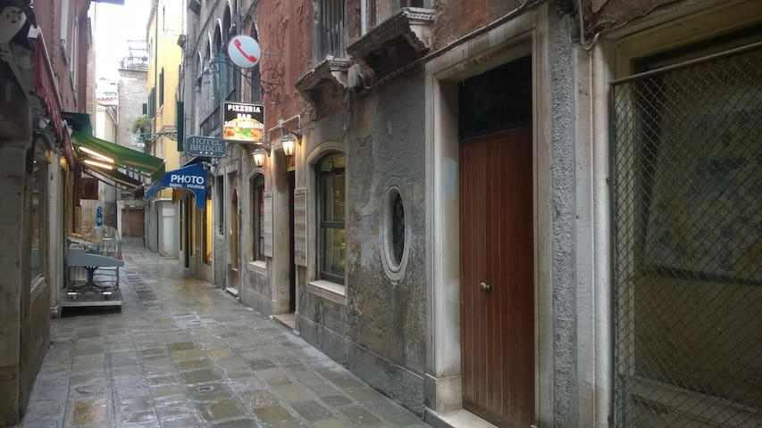 Calle Sacrestia, 4500 - (Campo SS. Filippo e Giacomo)
