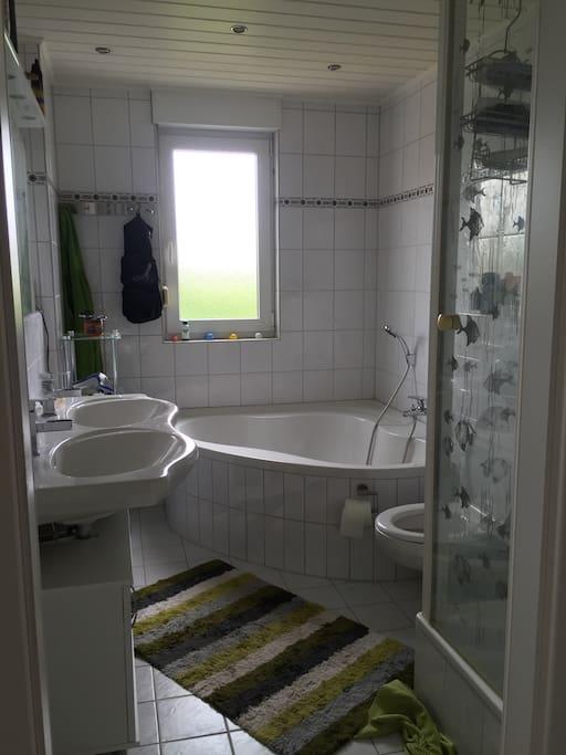 wundersch nes helles zimmer direkt am main townhouses. Black Bedroom Furniture Sets. Home Design Ideas