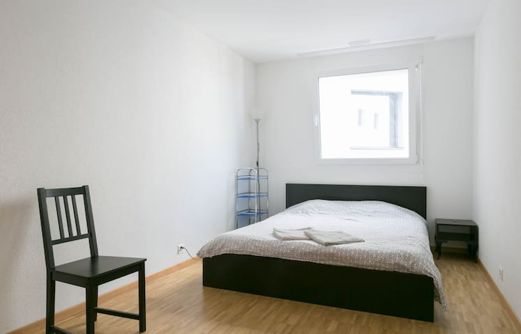 Large Bedroom(#2) in modern Flat - Grand-Saconnex - Apartment