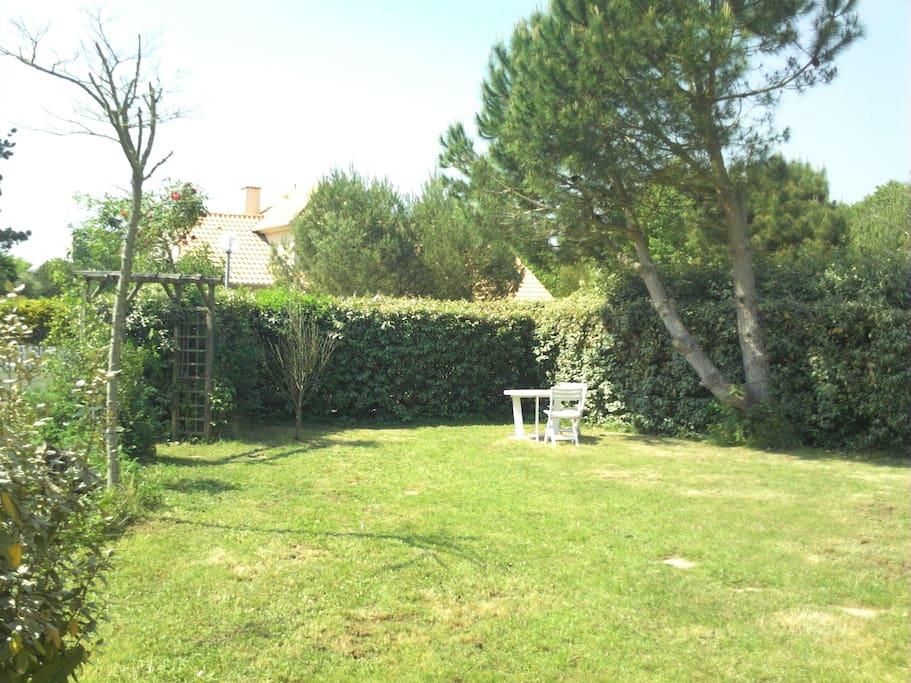 Jolie villa 103m2 8personnes 6v los villas for rent in for Jardin 700m2
