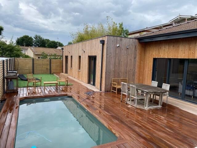 Villa 4ch. avec piscine à 2 pas du bassin