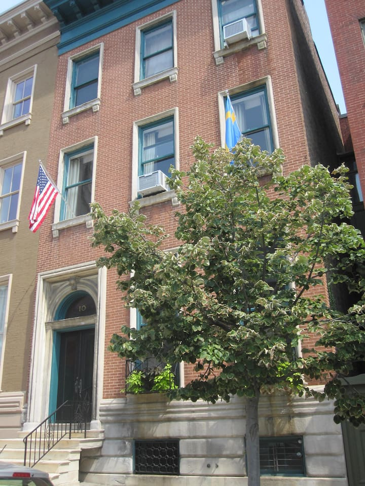 Elegant 1850s townhouse in the heart of Mount Vernon Historic District
