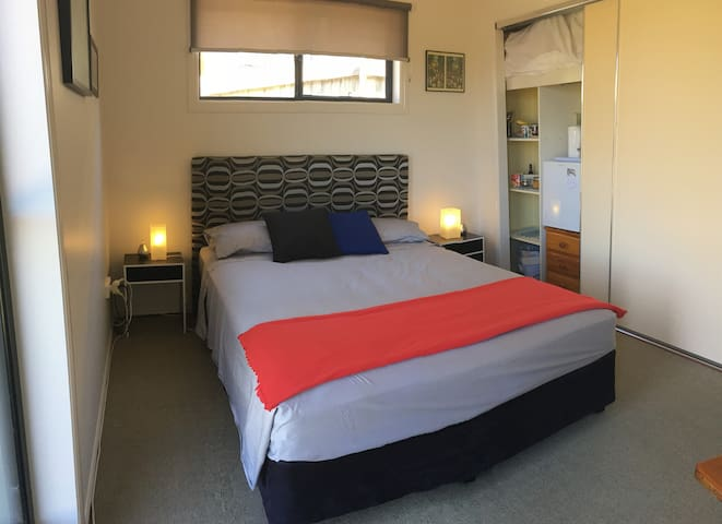 Comfy B&B Room. QueenBed, Own Bathroom & Amenities - Lennox Head - House