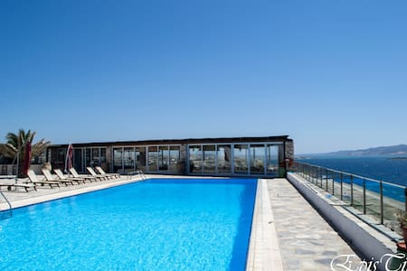 Sea view apartment with pool for 2-6 persons