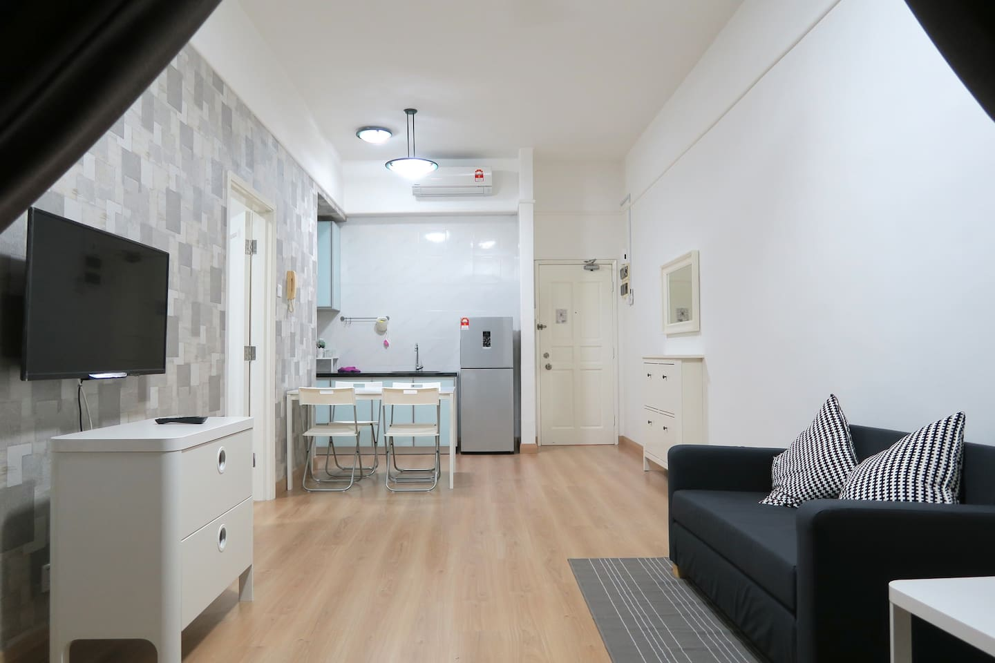 Newly furnished 1 bedroom apartment.