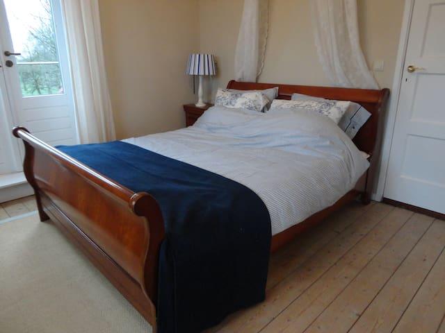 Franse kamer, eigen badkamer + terras - Nisse