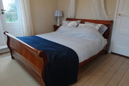 Franse kamer, eigen badkamer + terras - Nisse - Bed & Breakfast